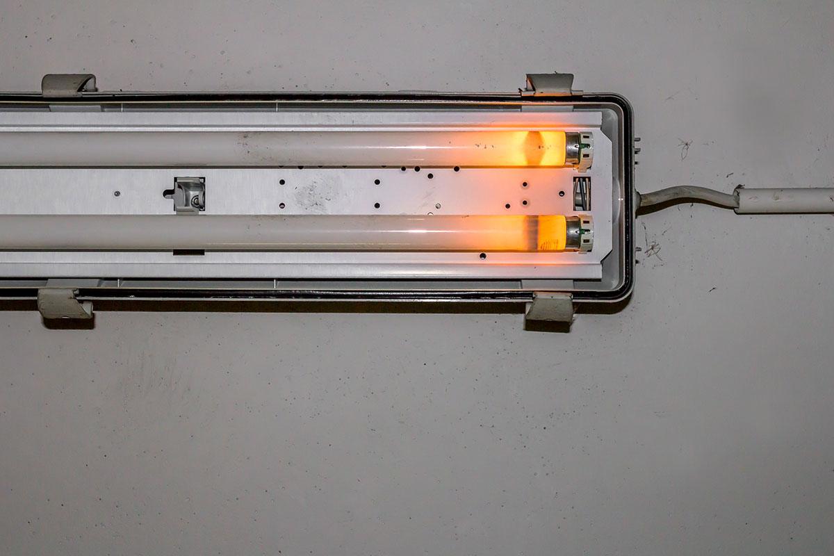 Broken Neon Lamp Pnxwl67