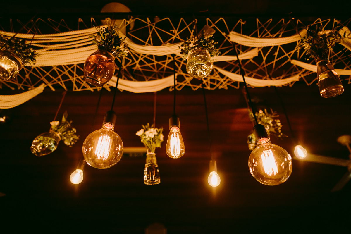 Vintage Light Bulbs In Bar Tl5rfu9