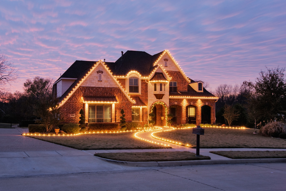 51207 Home Decorated With Christmas Lights 47lylrb