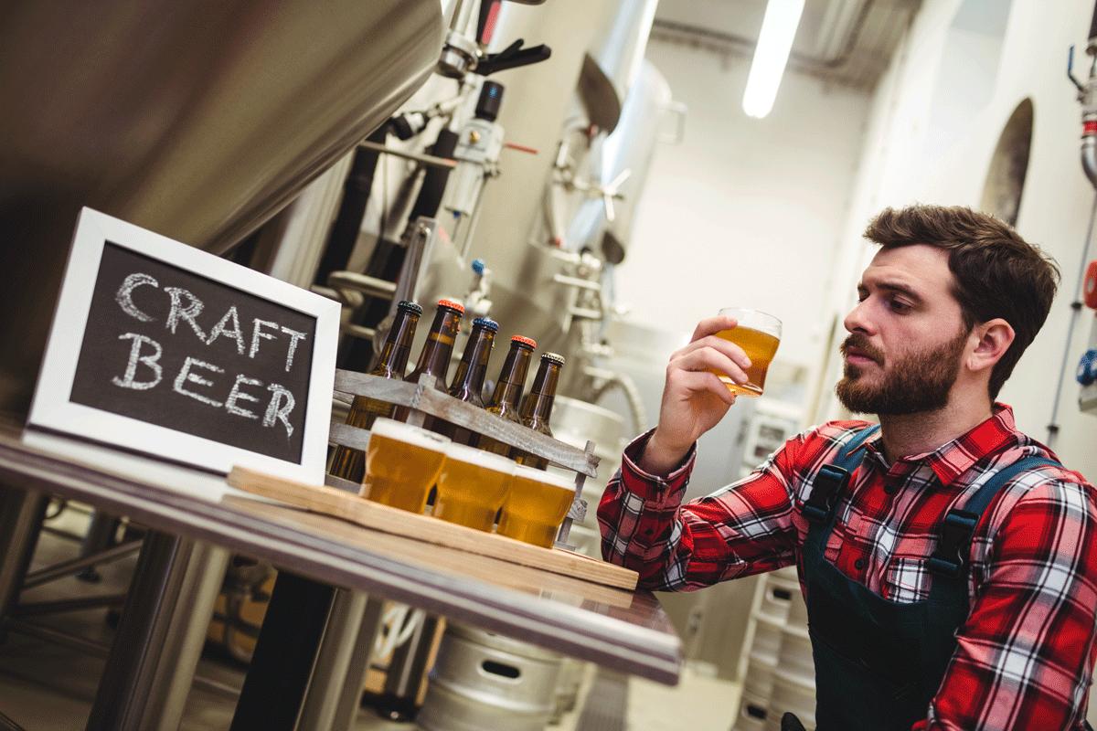 Manufacturer Examining Beer In Brewery Rvhz4mj