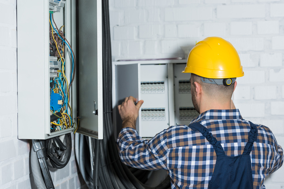 Male Electrician Repairing Circuit Line 3lu682u